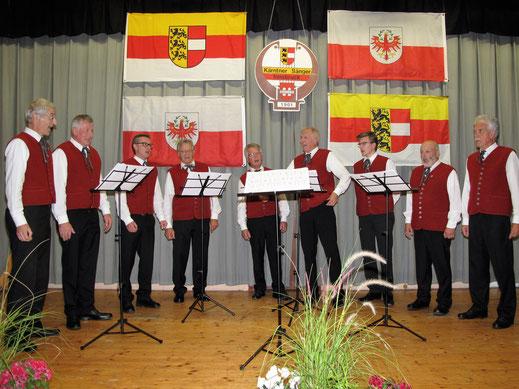 Kärntner Sänger unter der Leitung von Chorleiter Werner  Sauper
