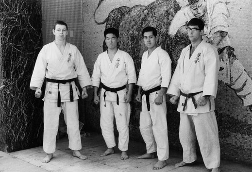 vlnr: Kallenbach, Royama, Okura, Gravestijn. OYAMA-Dojo Tokyo 1967