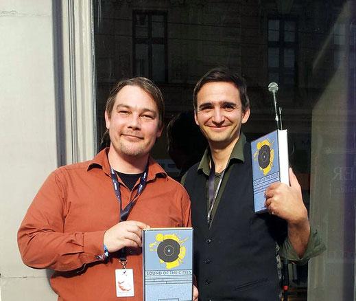 Waren auch ausgiebig auf Lesetour für ihr Buch: Ole Löding und Philipp Krohn (von links). Foto: Facebook Sound Of The Cities