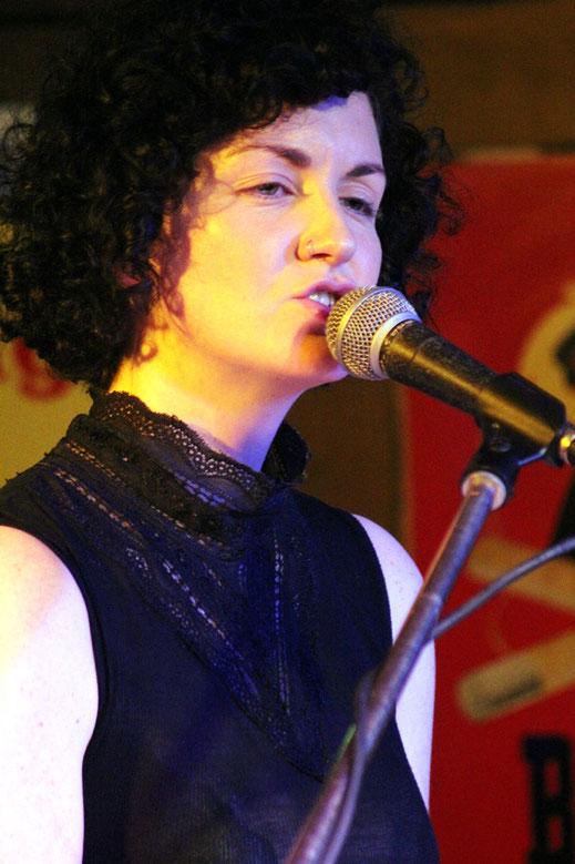 Anna Mitchells Songwriting entpuppte sich in Bad Saulgau als erstaunlich vielseitig. Immer wieder schimmerten jedoch die Folk- und Country-Roots Amerikas durch.