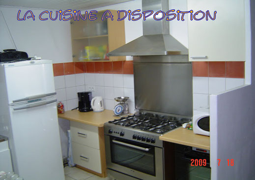 cuisine a disposition réfrégirateur/congel. four gaz /électrique micro onde lave vaiselle lave linge