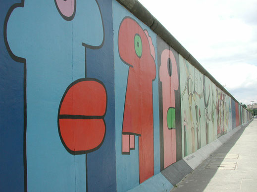 Berlin-East-Side-Gallery: Thierry Noir  © visitBerlin, Foto: Tanja Koch