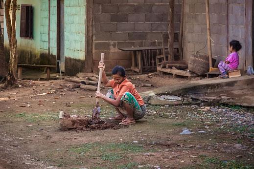 laotische-dorfbewohnerin