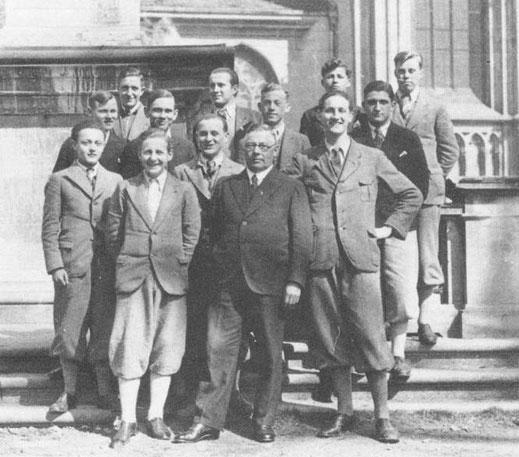 Josef Benz mit Schülern vor dem Konstanzer Münster, 1933 (Foto: Privatbesitzt)