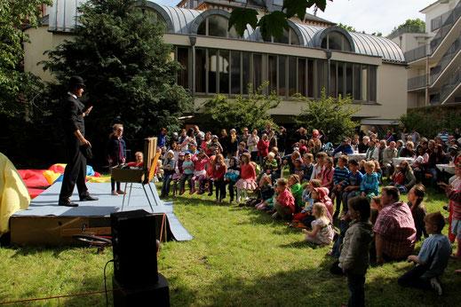 Zauberkünstler Sune Pedersen hielt unsere Gäste bereits beim letzten Gartenfest in Atem.