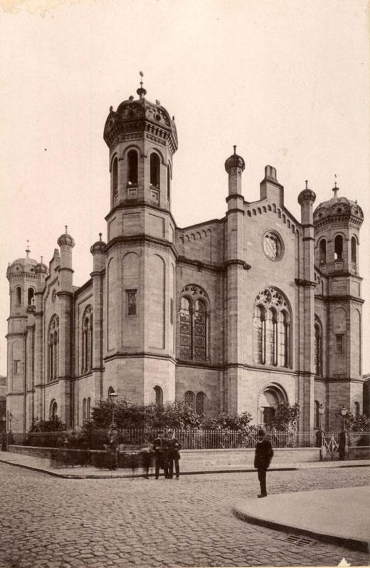 Am 23. Februar 1876 eingeweiht: Die Liberale Synagoge Darmstadt, Friedrich-/Fuchsstr. / Foto: Stadtarchiv (ca. um 1910)