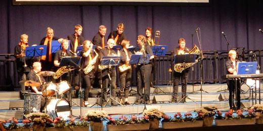 Auftritt der Pas Brass Band, einer Mehrgenerationsband aus dem Kreis Schleswig-Flensburg