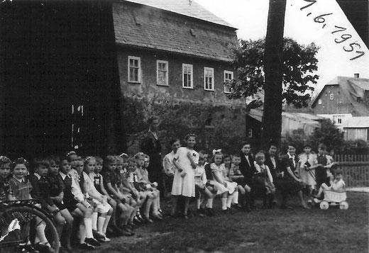 Kindertag auf dem Schützenplatz 1951, im Hintergrund links: der Steigerturm(2)