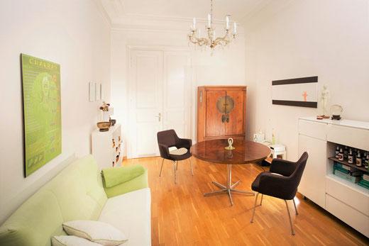 RAUM FÜR BERATUNG - Sitzecke mit Tisch und Sesseln für Therapie und Beratung