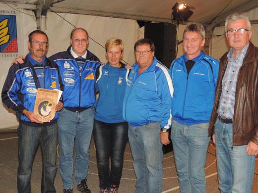 Die siegreiche Mannschaft des ESV Hartberg Umgebung mit der Obfrau Zdrahal Andrea und Bürgermeister Robert Freitag