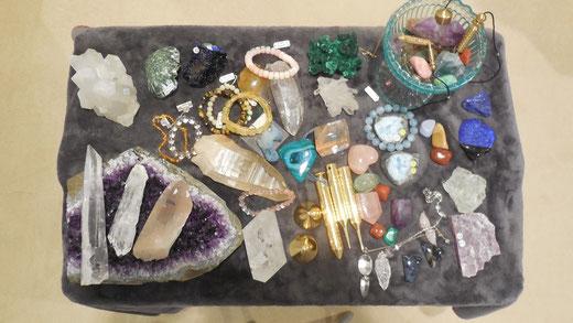 クライアントさんに最適な石を選択し、毎回浄化します。