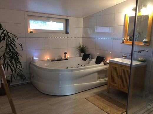 la salle de bain avec spa privatif - Site de labulledamour1 !