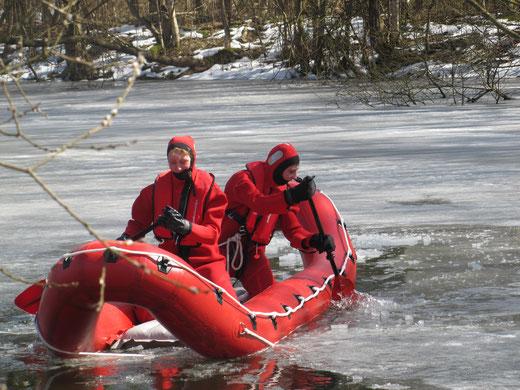 Die ersten Ausbildungseinheiten auf halbhartem Eis