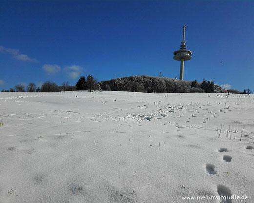Schneelandschaft, Schnee in Hessen, Hoherodskopf, Kraftquelle