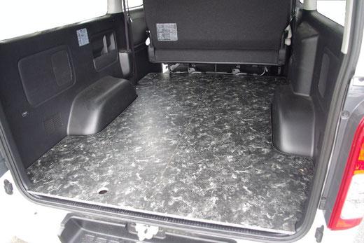 ハイエースの床パネルならこれ!誰でも簡単に床貼りキットを施工できます。
