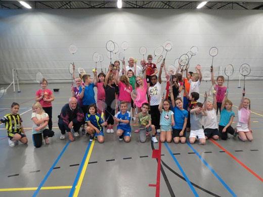 Badmintonles groep 5/6 van De Trekvogel