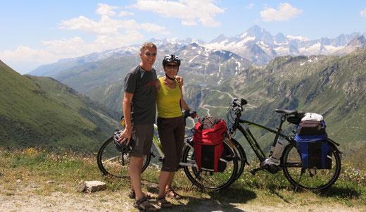 Hansjürg und Pia Hutzli auf einer Velotour