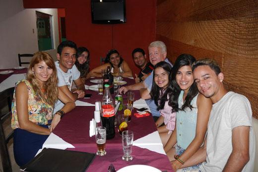 Pizza essen mit Freunden, Campo Formoso/Bahia