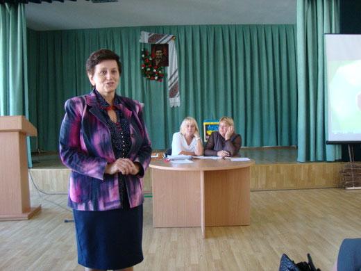 Голова районної профспілки на зборах