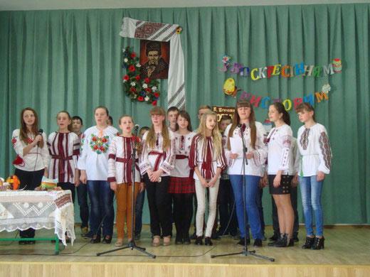 Виступ в честь Великодня підготував 8-Б клас