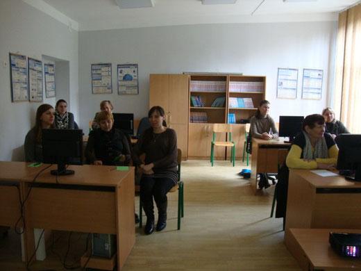 Учасники тренінгу - вчителі та адміністрація
