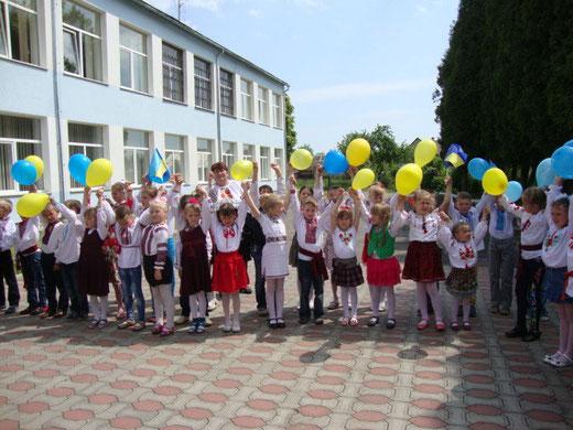 Жовтий і синій - кольори України