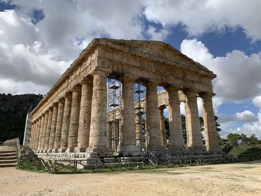 Italien, Sizilien, Sehenswürdigkeit, Segesta, griechischer Tempel, Säulen, Ausgrabungsstätte, historische Stätte