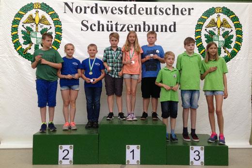 Mannschaft 2. Platz Lichtpunktgewehr Schüler B - Connor Oellrich, Leonie Oehlers und Matthias Hey (von links)