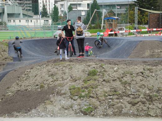 Freitag, 23.09.16, Nachmittags: Das erste fachsimpeln auf dem Pumptrack Arosa!
