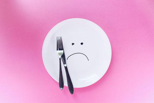 assiette-en forme-de-tete-triste