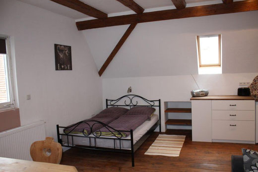 Schlafbereich mit Doppelbett 140x200cm