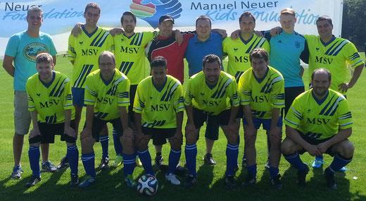 """Mannschaft von 2015 wie auch heute noch unter der Leitung von """"Marientrainer"""" Holger Wilms (Hier im blauen Poloshirt)"""