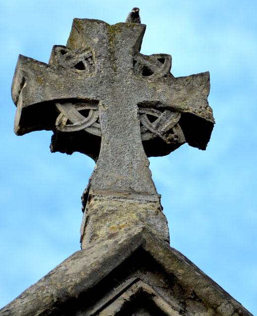 Croix faitière de l'église du Sacré Coeur à Amiens