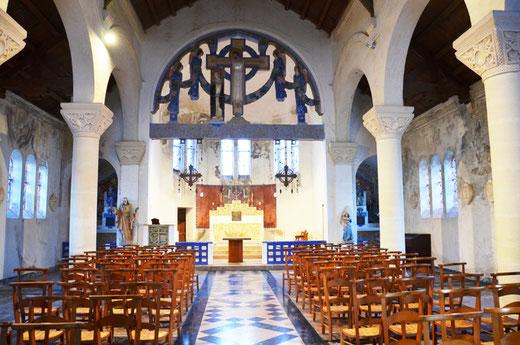 Vue intérieure de l'église de Pys