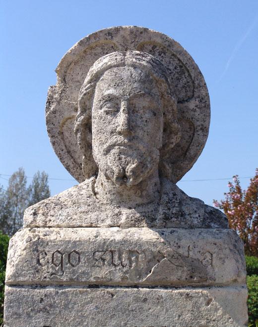 Cimetière de Ligescourt: Le Beau Dieu dessiné par Pierre Ansart et sculpté par Georges Legrand