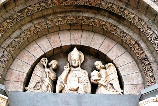 Tympan du porche de l'entrée de l'église de Mers
