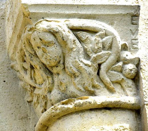 Eve symbolisée par le serpent- Photo: Jean Peuvion