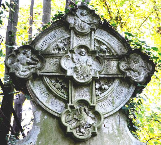Le croisillon de la sépulture de Lucas de Genville