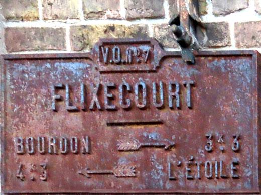 Flixecourt, rue Gambetta- La plaque a retrouvé son horizontalité. Ph: Jacques Fouré