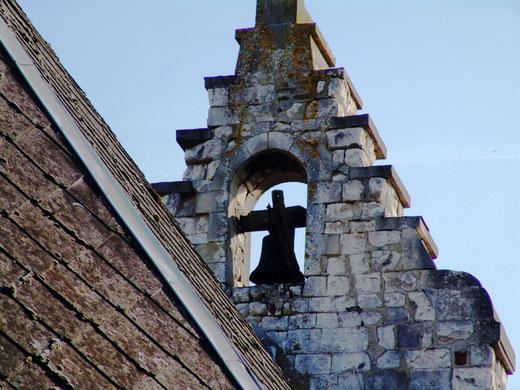 La cloche de la chapelle de Luchuel avant sa mise à l'abri.