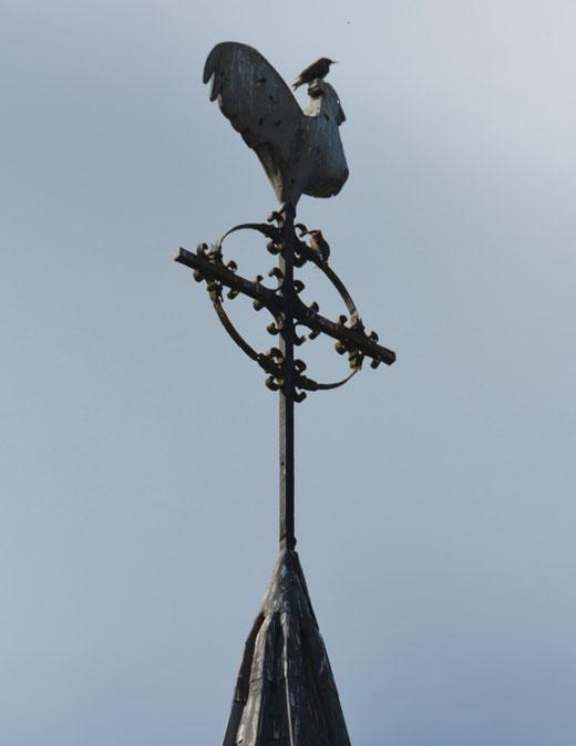 La croix du clocher de l'église de Montagne-Fayel
