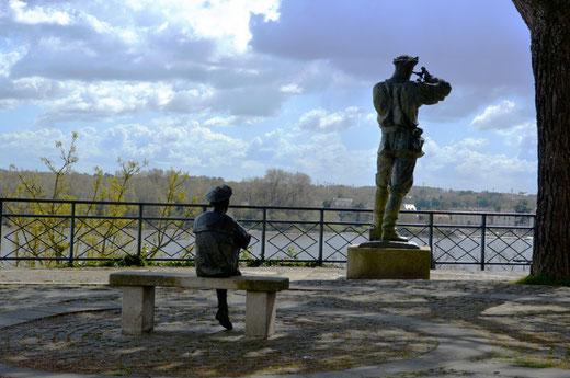 Jules Verne et son héros , le capitaine Némo avec son sextant
