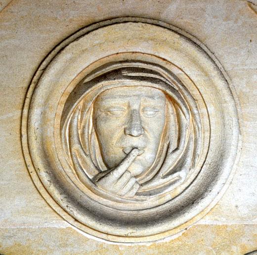 Dans une chapelle du cimetière de Domart-en-Ponthieu