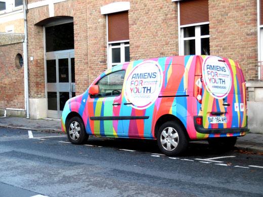 Un véhicule pour la Jeunesse dans les rues d'Amiens- Ph: Gégé d'Oisemont