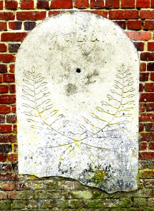 La pierre insolite au hameau de l'Hortoy- Photo: Jocelyne et Philippe Monchaux