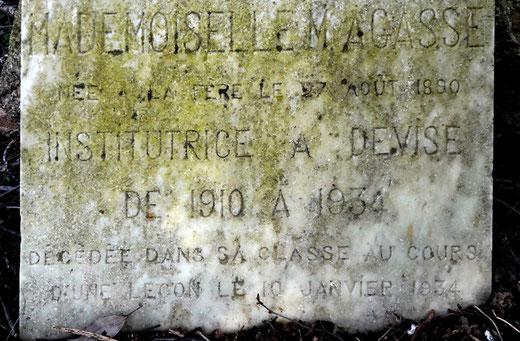 Epitaphe de Maria Agasse: cimetière de Devise