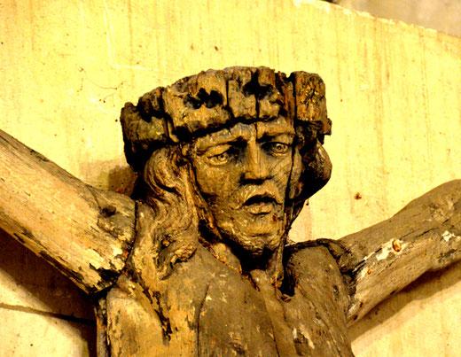 Monchy-Lagache: le christ du cimetière mis à l'abri dans l'église