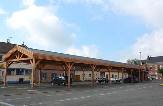 Flesselles: les halles pour le marché et pour le parking