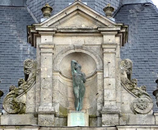 Un bronze censé personnifier le Temps et la Sagesse