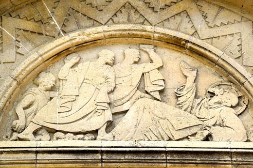 Détail du tympan: la lapidation de Saint Etienne- Ph: Jean Peuvion